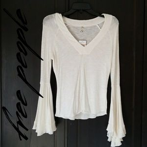 FREE PEOPLE 🌙 V neck top with bell sleeves